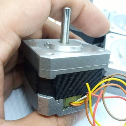 Nema 17 Single Shaft 1.8 Degree Compact Powerful Stepper Motor